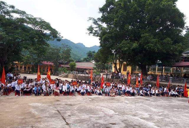Hàng trăm học sinh các trường đã tham gia khai giảng năm học mới