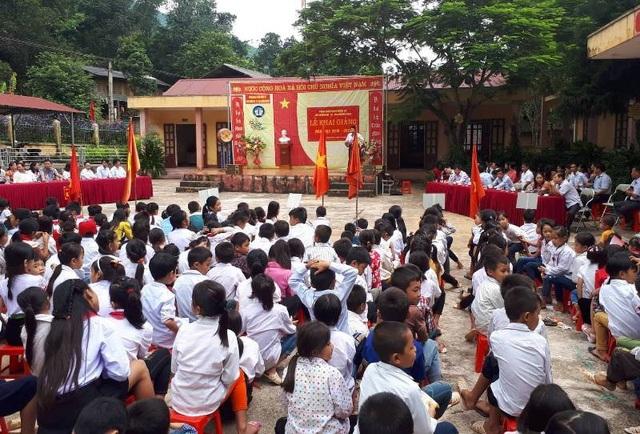 Lễ khai giảng năm học mới tại xã vùng biên Mường Chanh