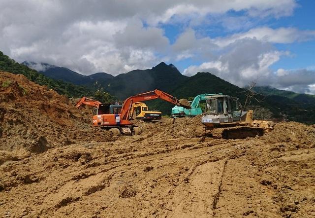 Các lực lượng chức năng đang nỗ lực để sớm thông tuyến lên huyện Mường Lát