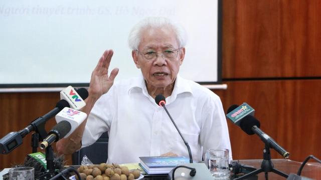 GS Hồ Ngọc Đại tại buổi đối thoại về đổi mới giáo dục. (Ảnh: Mỹ Hà)