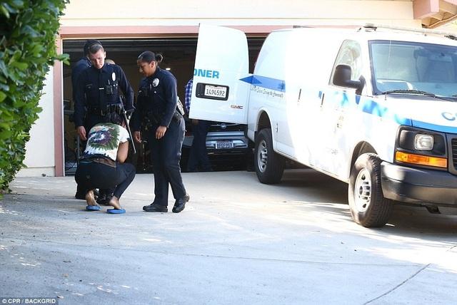 Cảnh sát có mặt tại nhà riêng của Mac Miller để làm nhiệm vụ.