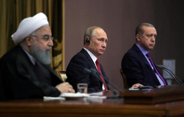 Tổng thống Nga Vladimir Putin (giữa) Tổng thống Iran Hassan Rouhani và Tổng thống Thổ Nhĩ Kỳ Tayyip Erdogan (Ảnh: Reuters)