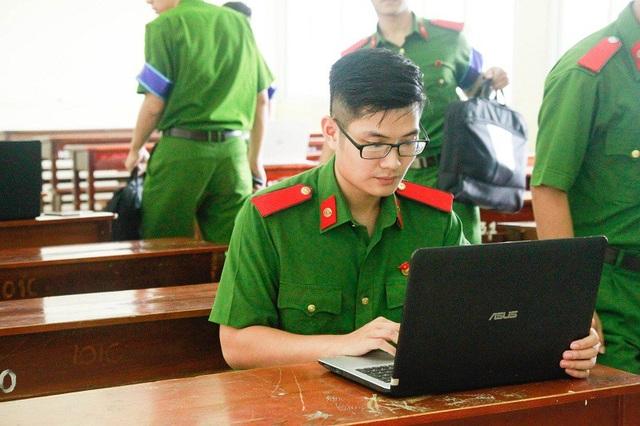 Bạn Nguyễn Minh Hiếu, sinh viên năm 4, chuyên ngành Cảnh sát hình sự