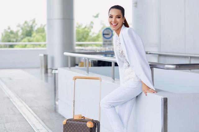 Mặc dù thời gian để chuẩn bị cho cuộc thi khá gấp gáp, chỉ 2 tuần, nhưng Khả Trang đã được ekip chuẩn bị cho mình hành trang khá chu đáo để tham dự.