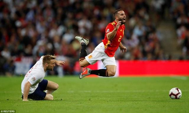 Carvajal chơi đầy năng nổ bên hành lang phải của Tây Ban Nha