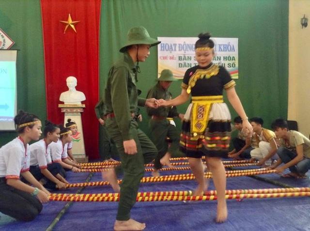 Các em được giao lưu, tìm hiểu những nét văn hóa về các dân tộc khác nhau