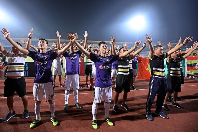 Cầu thủ CLB Hà Nội ăn mừng chức vô địch V-League - Ảnh: Gia Hưng