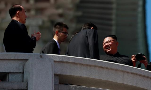 Lễ duyệt binh mừng 70 năm ngày Quốc khánh Triều Tiên 9/9 đã diễn ra sáng nay tại quảng trường Kim Nhật Thành ở thủ đô Bình Nhưỡng. Nhà lãnh đạo Kim Jong-un đã tới dự và quan sát lễ duyệt binh ở khu vực lễ đài. (Ảnh: Reuters)