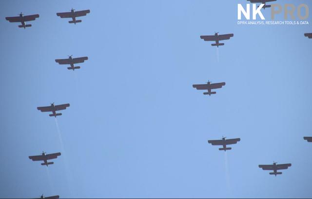 Đội hình máy bay quân sự Triều Tiên tham gia lễ duyệt binh ở Bình Nhưỡng. (Ảnh: NK Pro)