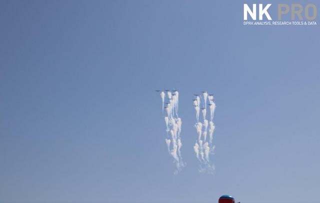 Phi đội máy bay xếp thành số 70 tại lễ duyệt binh kỷ niệm 70 năm Quốc khánh Triều Tiên (Ảnh: NK Pro)
