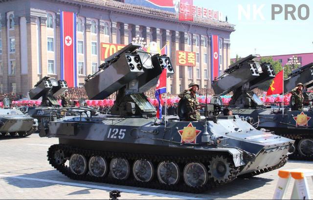 """Điểm """"khác thường"""" trong lễ duyệt binh tại Triều Tiên năm nay là không có sự xuất hiện của các tên lửa đạn đạo tầm xa và những tên lửa lớn nhất của Triều Tiên như các lễ duyệt binh trước đây. (Ảnh: NK Pro)"""