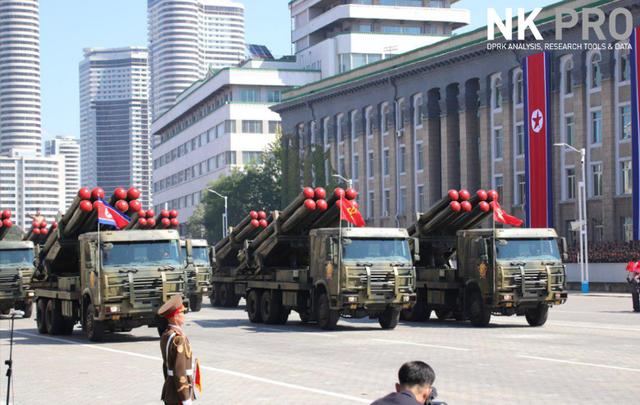 Đây là lễ duyệt binh đầu tiên của Triều Tiên từ sau hội nghị thượng đỉnh Mỹ - Triều hồi tháng 6. Từ khi ông Kim Jong-un lên nắm quyền lãnh đạo tại Triều Tiên vào năm 2011, Triều Tiên đã tổ chức 6 lễ duyệt binh. (Ảnh: NK Pro)