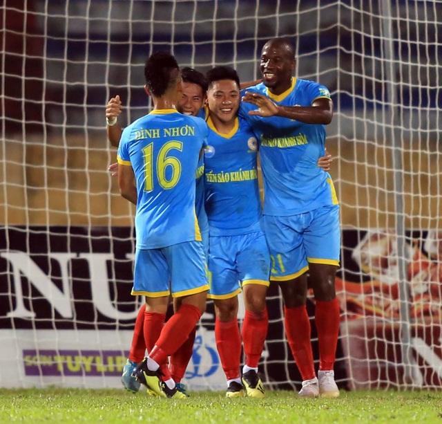 Chiến thắng của Khánh Hòa không thể năng CLB Hà Nội vô địch V-League sớm - Ảnh: Gia Hưng