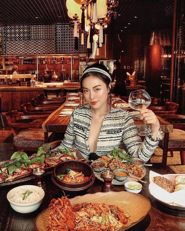 ... Cũng có thể là khoảnh khắc xinh đẹp trong nhà hàng sang trọng.