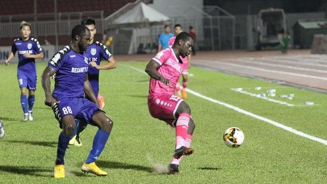 Ngoại binh Da Sylva (15) là người ghi bàn thắng ấn định chiến thắng 2-0 cho Sài Gòn FC