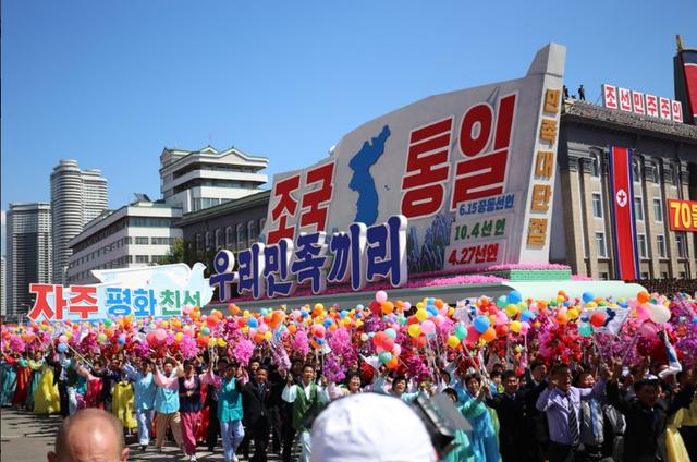Thông điệp về bán đảo Triều Tiên thống nhất cũng được thể hiện trong lễ duyệt binh mừng Quốc khánh năm nay. (Ảnh: Nathan VanderKlippe)