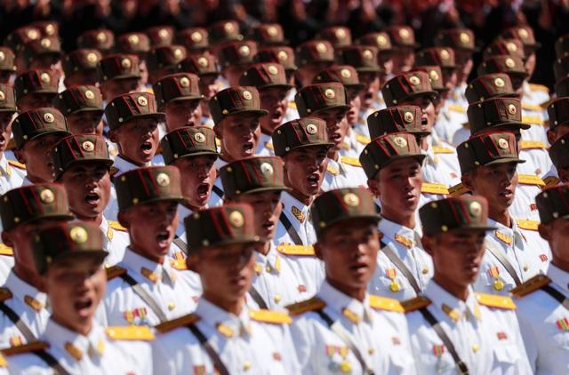 Các lễ duyệt binh là dịp để Triều Tiên phô diễn sức mạnh quân sự cũng như tính kỷ luật của quân đội. (Ảnh: Reuters)