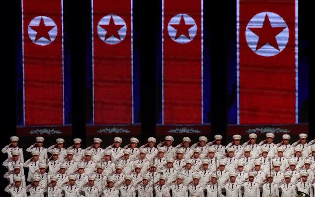 Việc Triều Tiên thay đổi chủ đề buổi hòa nhạc phù hợp với xu thế hòa dịu gần đây trên bán đảo Triều Tiên, cũng như cam kết phi hạt nhân hóa của nhà lãnh đạo Kim Jong-un trong cuộc gặp với Tổng thống Mỹ Donald Trump tại Singapore hồi tháng 6. (Ảnh: Reuters)