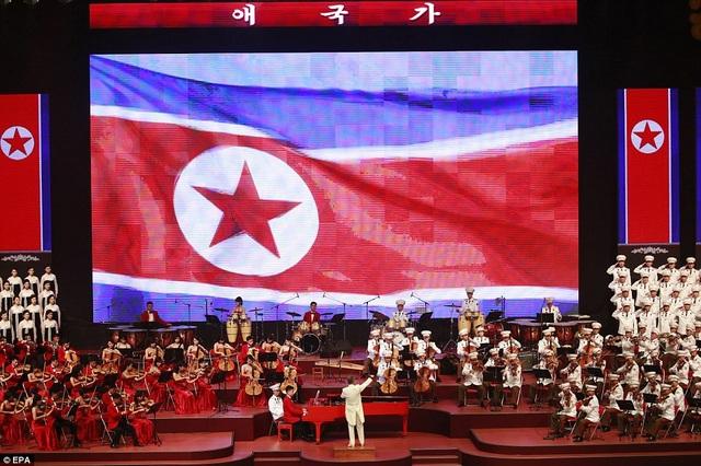 Theo NK News, an ninh được siết chặt tại địa điểm tổ chức hòa nhạc. Các phóng viên nước ngoài phải trải qua quá trình kiểm tra an ninh kỹ lưỡng trước khi được phép ghi hình tại sự kiện. (Ảnh: EPA)
