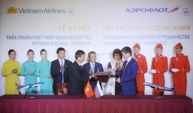 TGĐ Vietnam Airlines Dương Trí Thành và lãnh đạo hãng Aeroflot chứng kiến lễ ký kết