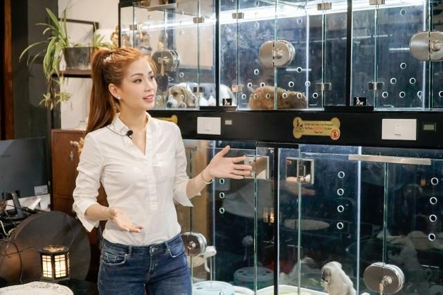 Á hậu Hoa hậu Việt Nam 2014 đã có một buổi trải nghiệm thú vị khi khám phá khách sạn 5 sao dành cho các thú cưng quý tộc tại Sài Gòn. Diễm Trang tỏ ra thích thú khi biết các thú cưng được tận hưởng dịch vụ chăm sóc cao cấp bậc nhất khi chủ vắng nhà như spa, tỉa móng, tắm thảo dược…