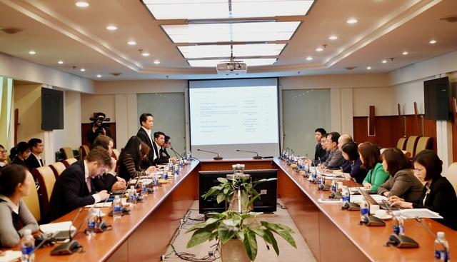 Ông Nguyễn Mạnh Hùng - Ủy viên HĐQT - Phó trưởng Ban thường trực Ban Triển khai Chương trình Basel II của Vietcombank phát biểu tại hội thảo