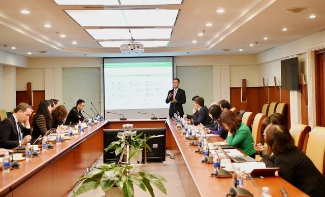 Ông Il Dong Kwon - Phó Tổng Giám đốc Công ty tư vấn Oliver Wyman trình bày quá trình triển khai của dự án
