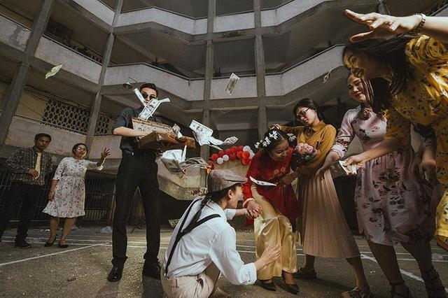 """Nhiếp ảnh gia Hoàng Nhất Thiên cho biết: """"Ý tưởng của các bạn sinh viên rất độc đáo, lạ, thú vị. Bối cảnh cũng phù hợp và thật may cuối cùng các bạn cũng có một bộ ảnh đúng như nguyện vọng""""."""