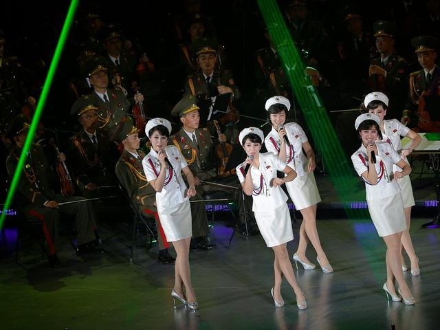 Theo Sino NK, trong suốt thời gian biểu diễn của nhóm nhạc này trên chương trình truyền hình trực tiếp quốc gia, tất cả các cửa hàng ở Bình Nhưỡng đều đóng cửa, trong khi đường phố vắng vẻ. (Ảnh: BBC)