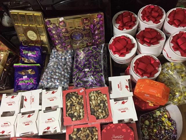 Các loại bánh kẹo Nga được nhập về phục vụ dịp Tết Nguyên đán 2018. (Ảnh: Hồng Vân)