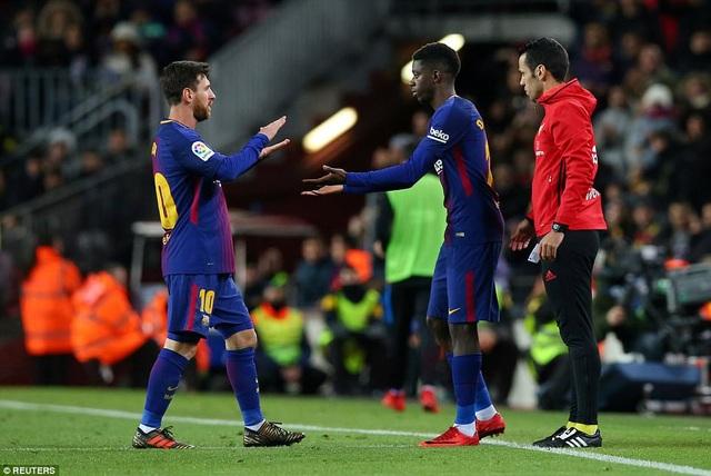 Dembele cũng được rút ra nghỉ, thay thế cho người lập cú đúp là Messi