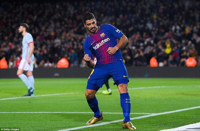 Sisto bên phía Celta Vigo còn chuyền về bất cẩn giúp Suarez có được bàn thắng nâng tỷ số lên 4-0