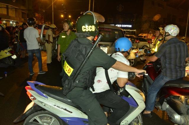 Tạm giữ 186 phương tiện sau chiến thắng của U23 Việt Nam - 3