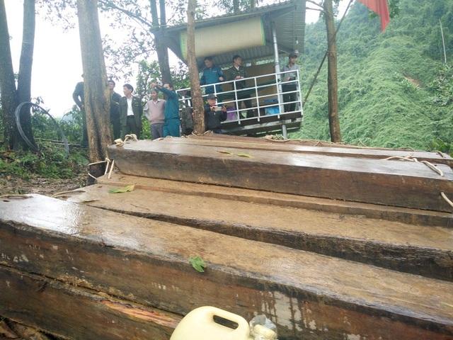 Truy đuổi lâm tặc trong đêm khuya ở thượng nguồn sông Hương - 1