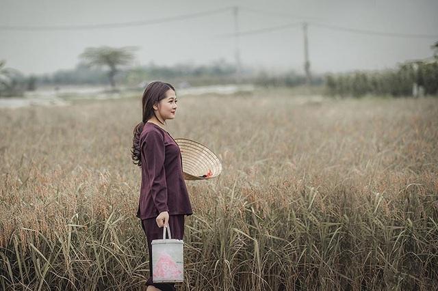 Sinh ra và lớn lên ở làng quê nên Vũ Phương luôn trân quý, yêu thương tất cả mọi thứ thuộc về nông thôn, cô giản dị và ấm áp như chính con người ở thôn quê.