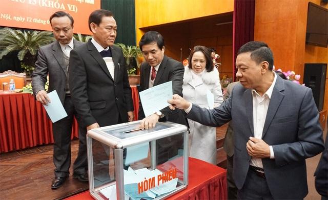 Các đại biểu tham dự Hội nghị bỏ phiếu bầu chức danh Chủ tịch Trung ương Hội Nông dân Việt Nam.