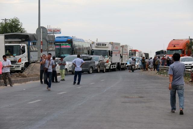 Trạm BOT Sông Phan kẹt xe nghiêm trọng vì bị tài xế phản ứng dữ dội - 4