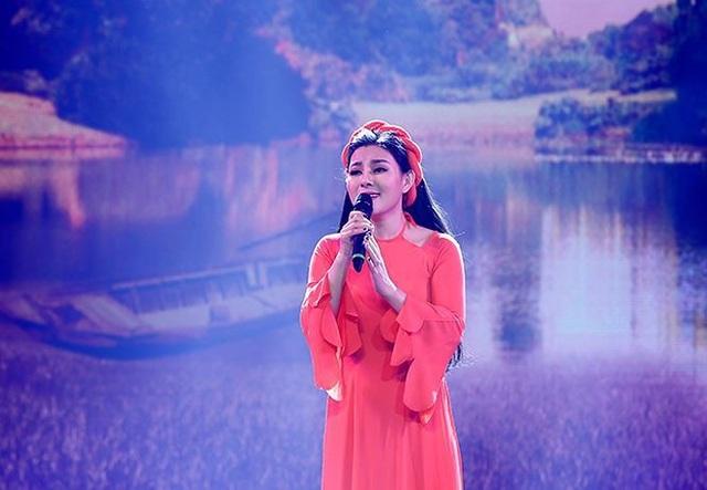Đêm nhạc còn có sự tham gia của các ca sĩ Lê Mận với những ca khúc về miền quê Hà Tĩnh.