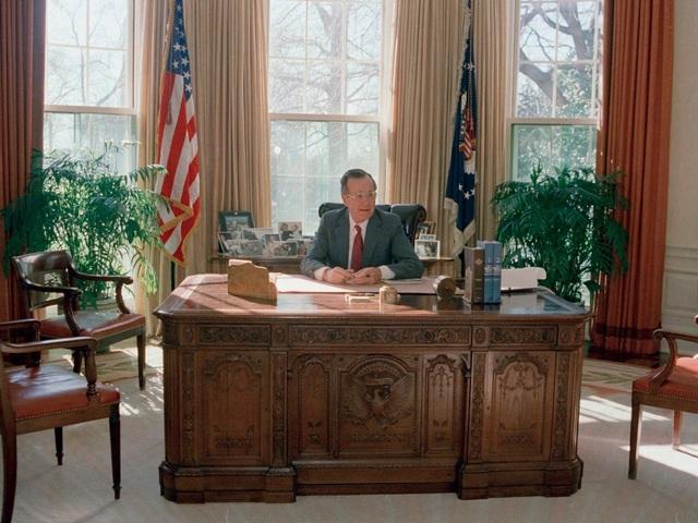 Bàn làm việc của cựu Tổng thống George H.W Bush. (Ảnh: Reuters)