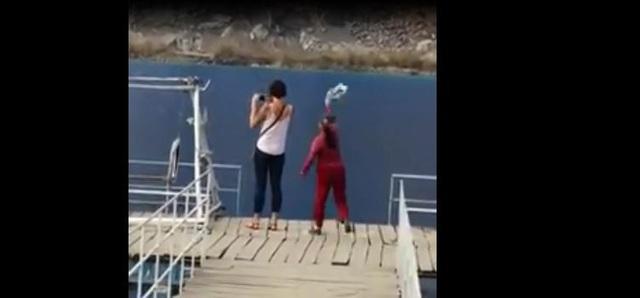 Người phụ nữ áo đó liên tục to tiếng, xua đuổi hai vị khách nước ngoài. Ảnh chụp màn hình