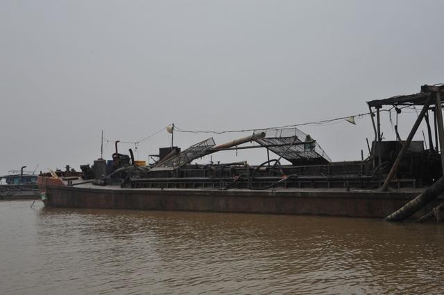 4 tàu cát tặc bị bắt quả tang trên sông Hồng