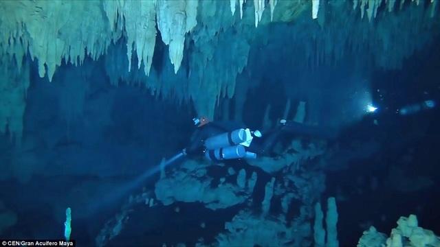 Hang động ngầm dài chừng 347 km