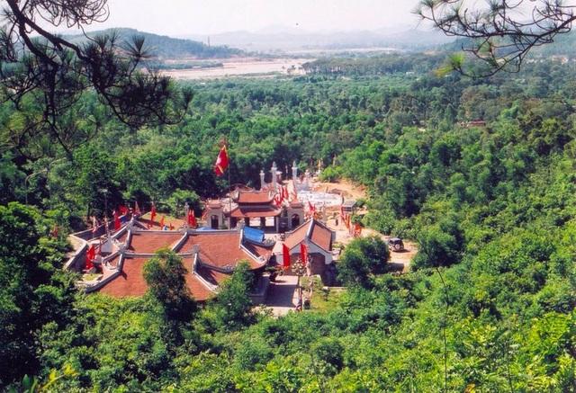 Đền thờ danh nhân Nguyễn Trãi trong Khu di tích Côn Sơn và khu phụ cận gồm lòng hồ Côn Sơn