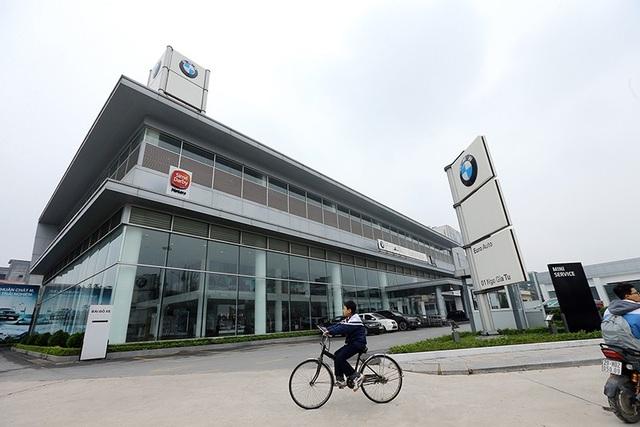 Showroom lớn nhất của BMW tại Long Biên - Hà Nội vắng vẻ trong những ngày diễn ra sự chuyển giao.