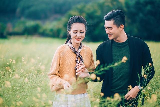 Tốt nghiệp Đại học, Yến Quỳnh trở về quê làm theo nguyện vọng của gia đình, còn Văn Duy ở lại Sài Gòn lập nghiệp. Đó là quãng thời gian cặp đôi yêu xa.