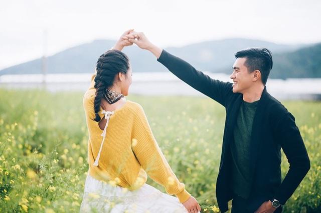 Theo lời Yến Quỳnh, trong một lần cô đi xem phim với bạn ở xa, vì lo sợ bạn gái về một mình nên Văn Duy đứng đợi cho đến khi đưa cô về đến nhà thì mới an tâm.