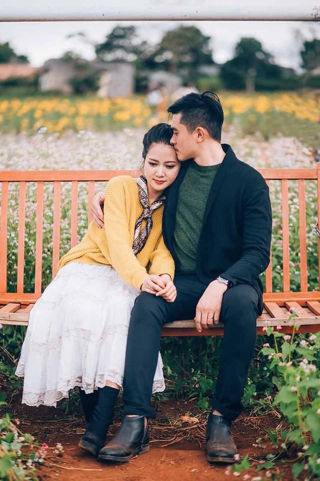"""Yến Quỳnh tâm sự: """"Hồi đó hai đứa đều là sinh viên nên tình yêu cũng bình dị vô cùng, có khi chỉ cần đi dạo cùng nhau cũng thấy hạnh phúc rồi""""."""
