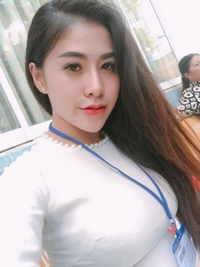 Cô giáo xinh đẹp