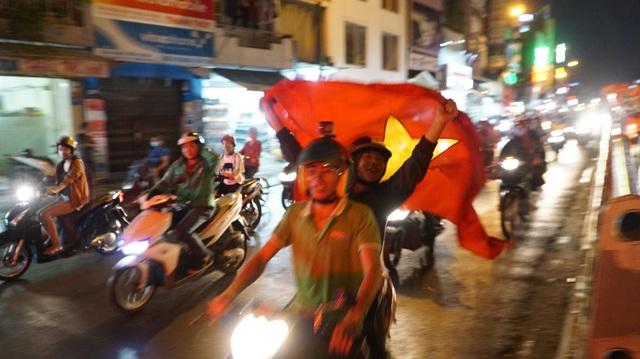 Giảm cước để người dân có thể chia sẻ niềm vui dễ dàng với bạn bè trong nước khi đang cổ vũ ở Trung Quốc