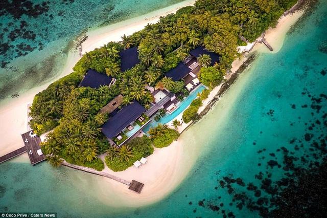 Khu nghỉ dưỡng nằm trên hòn đảo tư nhân, gồm 1 tòa nhà chính và 6 biệt thự xung quanh